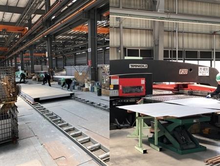 ユニットハウスの生産工場内作業スタッフ