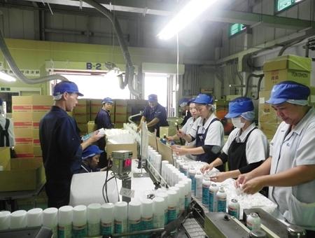 工場内梱包作業